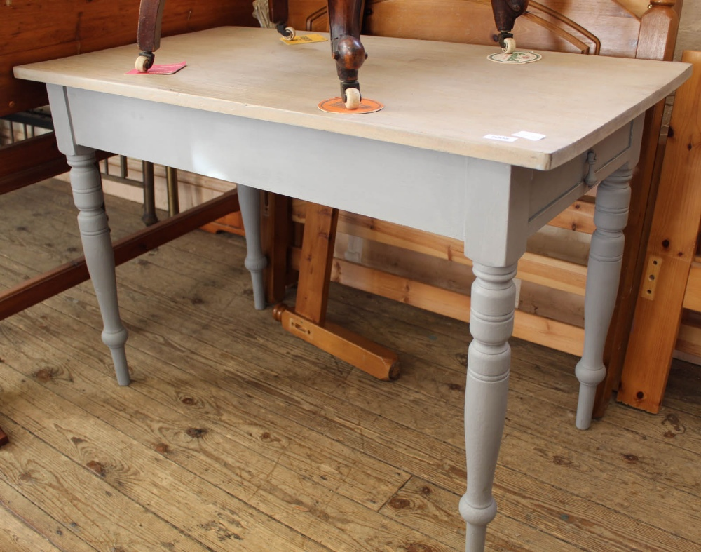 Lot 1008 - An Edwardian painted pine dining table