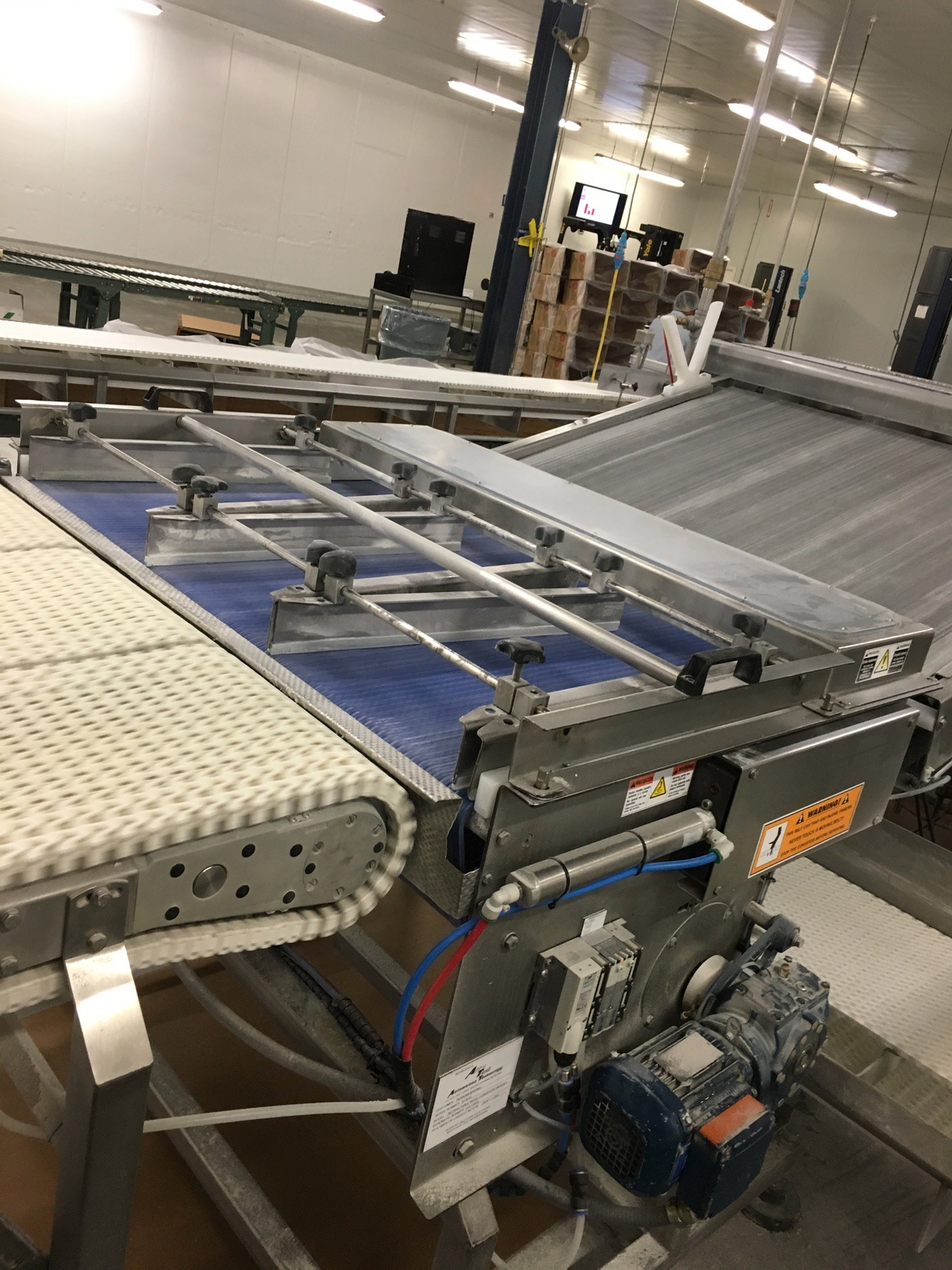 Lot 1E - 2013 Arr-Tech Retractable Nose Conveyor / Laner, 46in W Belt x 36in Lo | Insp by Appt | Rig Fee: 200
