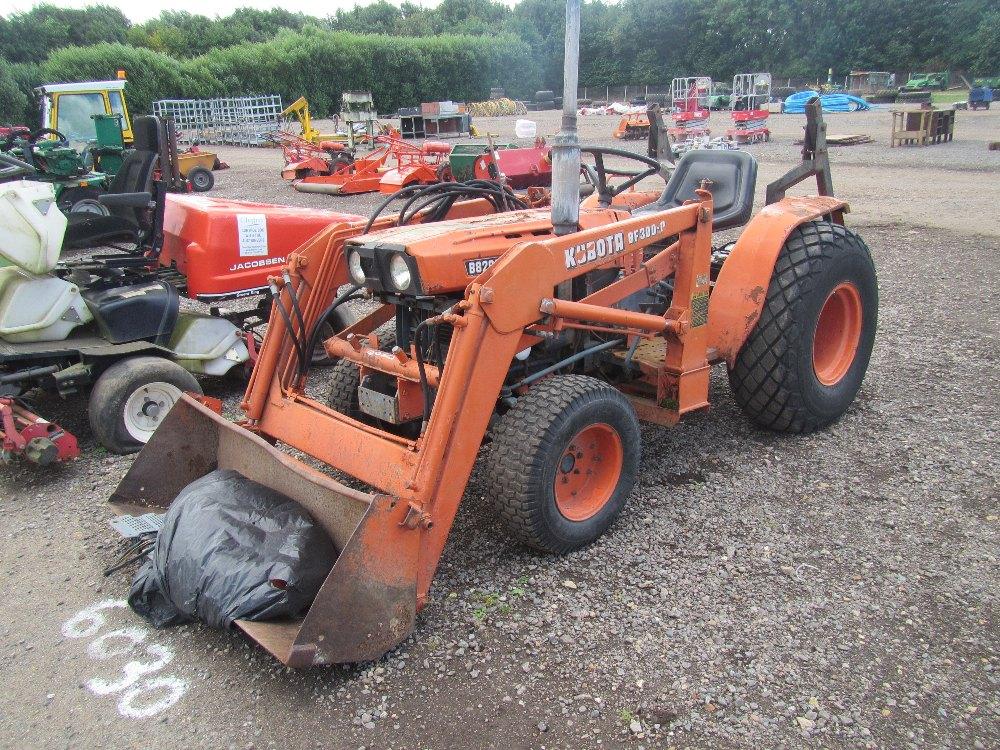Kubota B8200 4wd Tractor with Kubota KBF300 Power Loader