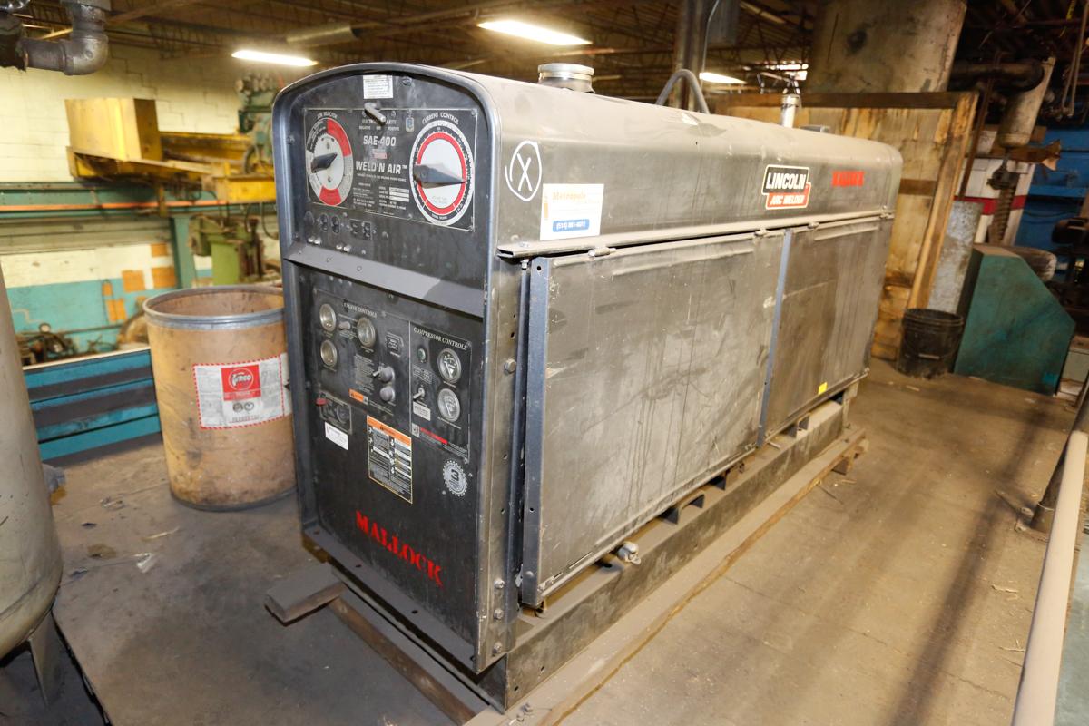 Lot 11 - LINCOLN WELD & AIR 400 AMP WELDER/GENERATOR/AIR COMPRESSOR MOD. SAR-400, 60% DUTY CYCLE, S/N: