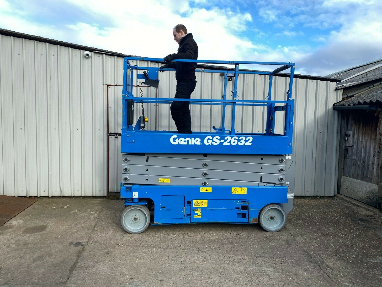 GENIE GS-2632 ACCESS PLATFORM SCISSOR LIFT, YEAR 2014 *PLUS VAT* - Image 5 of 9
