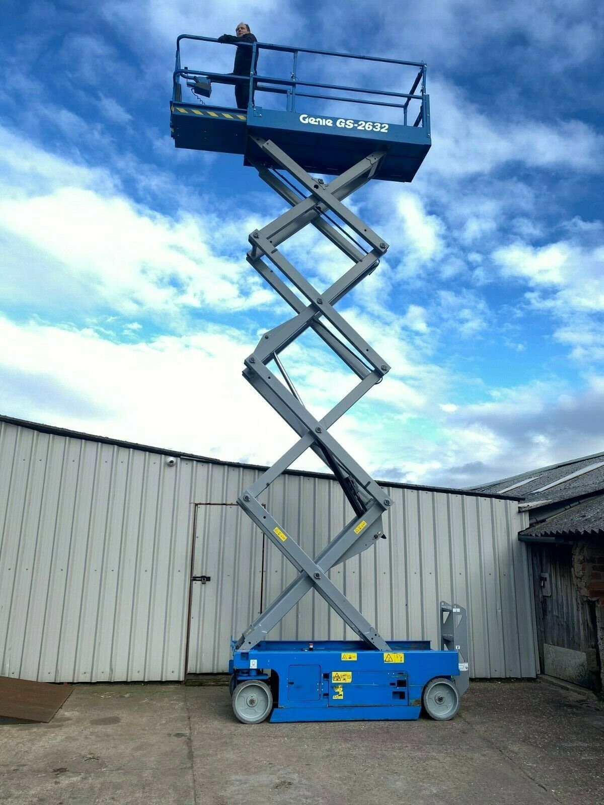 GENIE GS-2632 ACCESS PLATFORM SCISSOR LIFT, YEAR 2014 *PLUS VAT* - Image 4 of 9