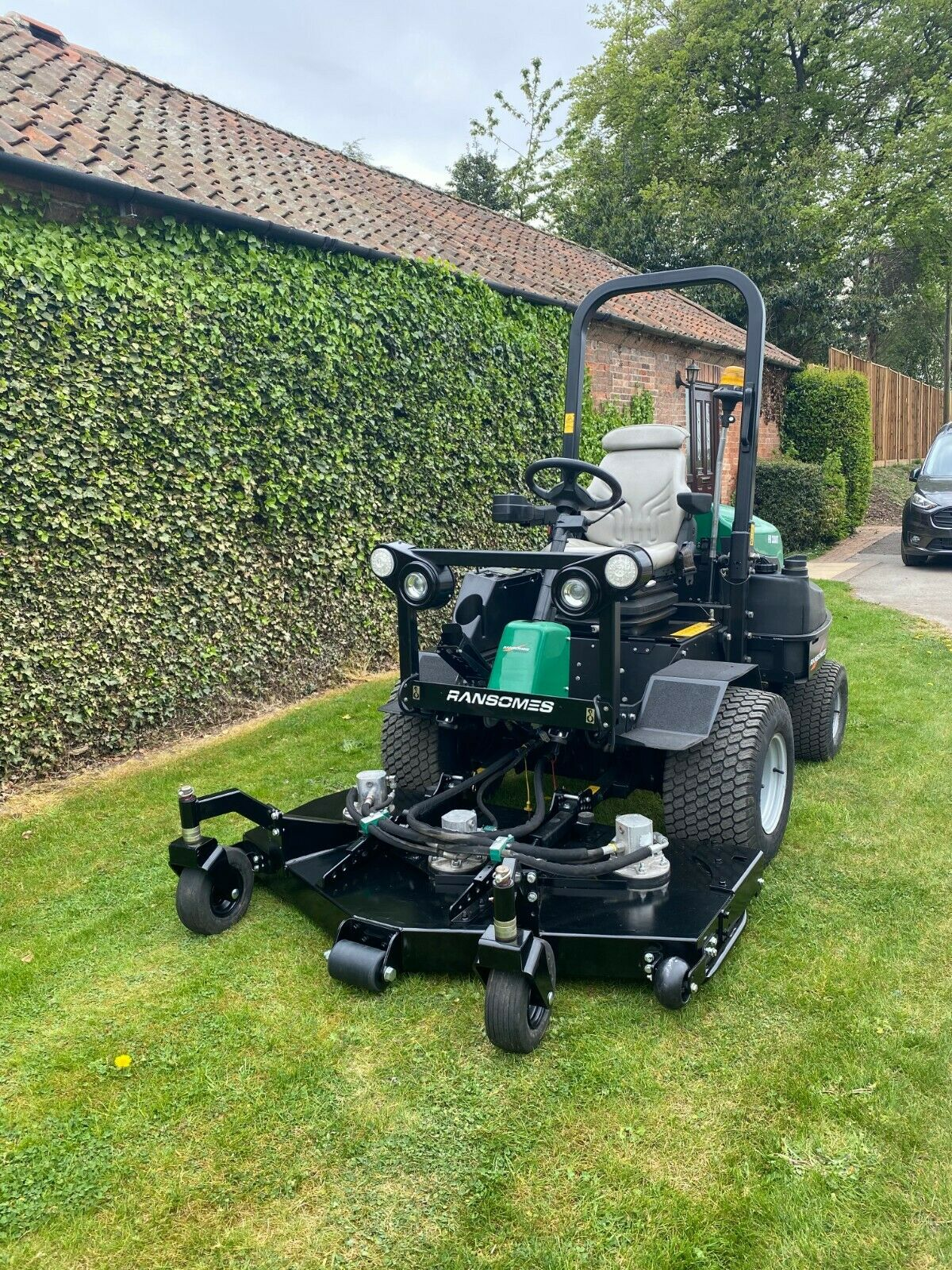 """RANSOMES HR3300T UPFRONT ROTARY, 60"""" CUT, 4x4, DIESEL, YEAR 2014, RIDE ON MOWER *PLUS VAT* - Image 5 of 10"""