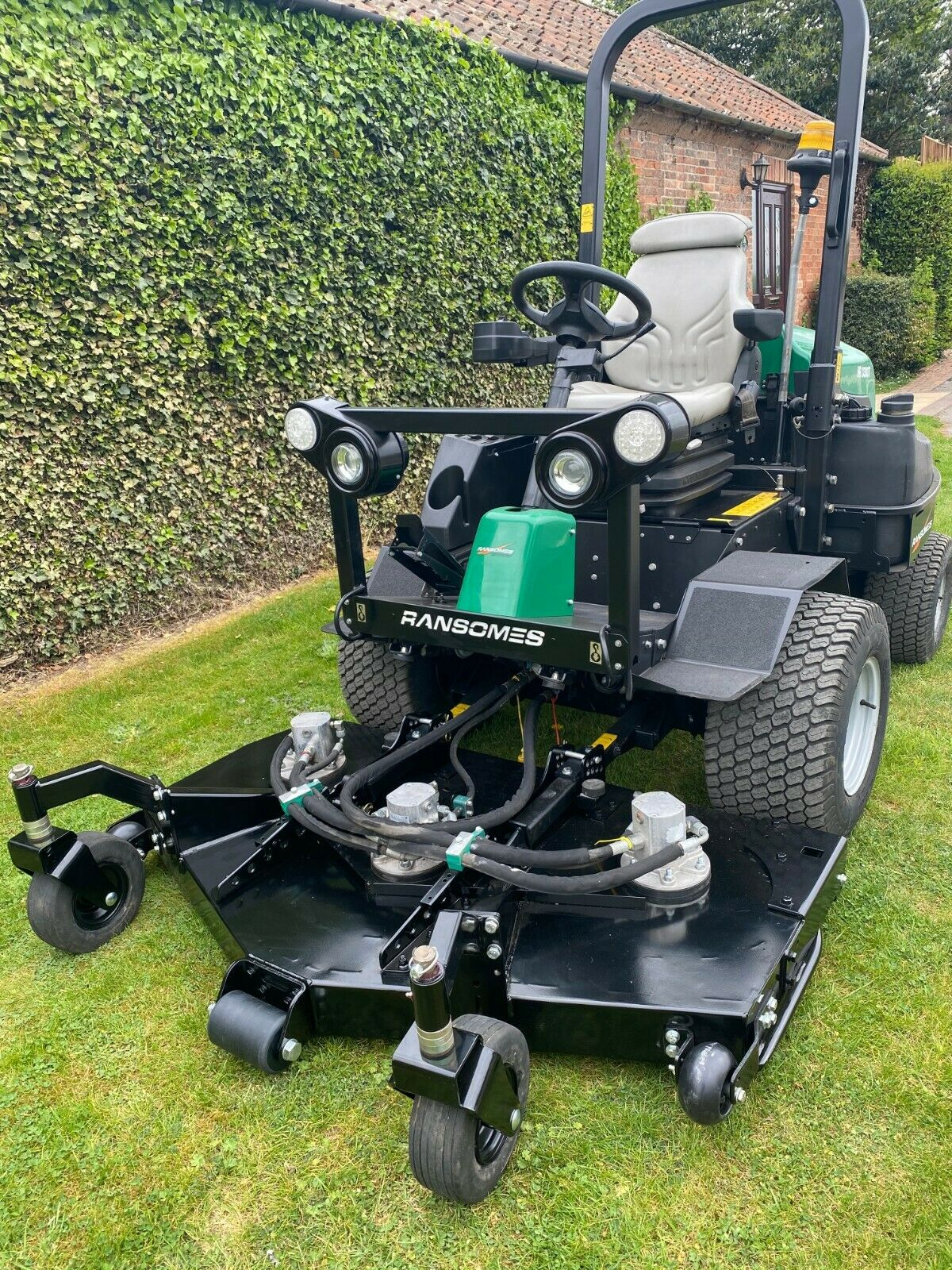 """RANSOMES HR3300T UPFRONT ROTARY, 60"""" CUT, 4x4, DIESEL, YEAR 2014, RIDE ON MOWER *PLUS VAT* - Image 4 of 10"""