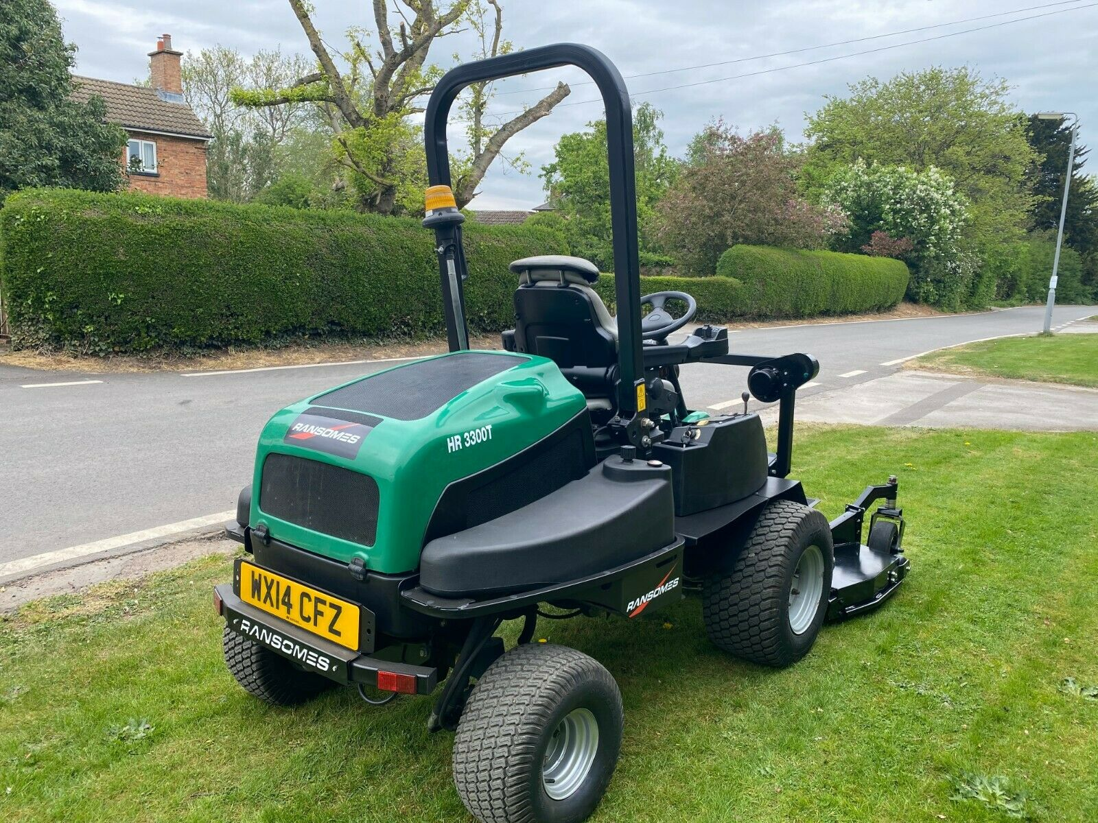 """RANSOMES HR3300T UPFRONT ROTARY, 60"""" CUT, 4x4, DIESEL, YEAR 2014, RIDE ON MOWER *PLUS VAT* - Image 7 of 10"""