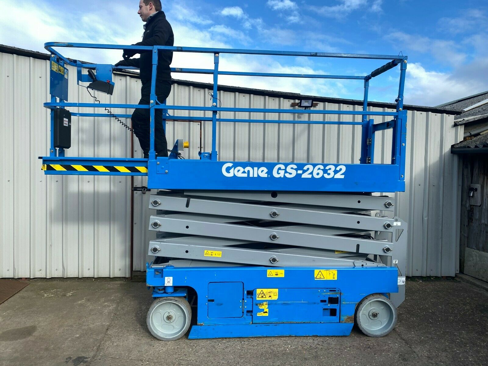 GENIE GS-2632 ACCESS PLATFORM SCISSOR LIFT, YEAR 2014 *PLUS VAT*