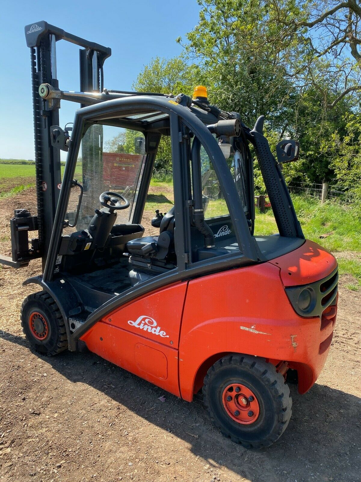 LINDE 2.5 TON, MODEL: H25D, 3.7 METRE LIFT, DUPLEX, SIDE SHIFT, ONLY 600 HOURS FROM NEW, 1 OWNER - Image 2 of 4