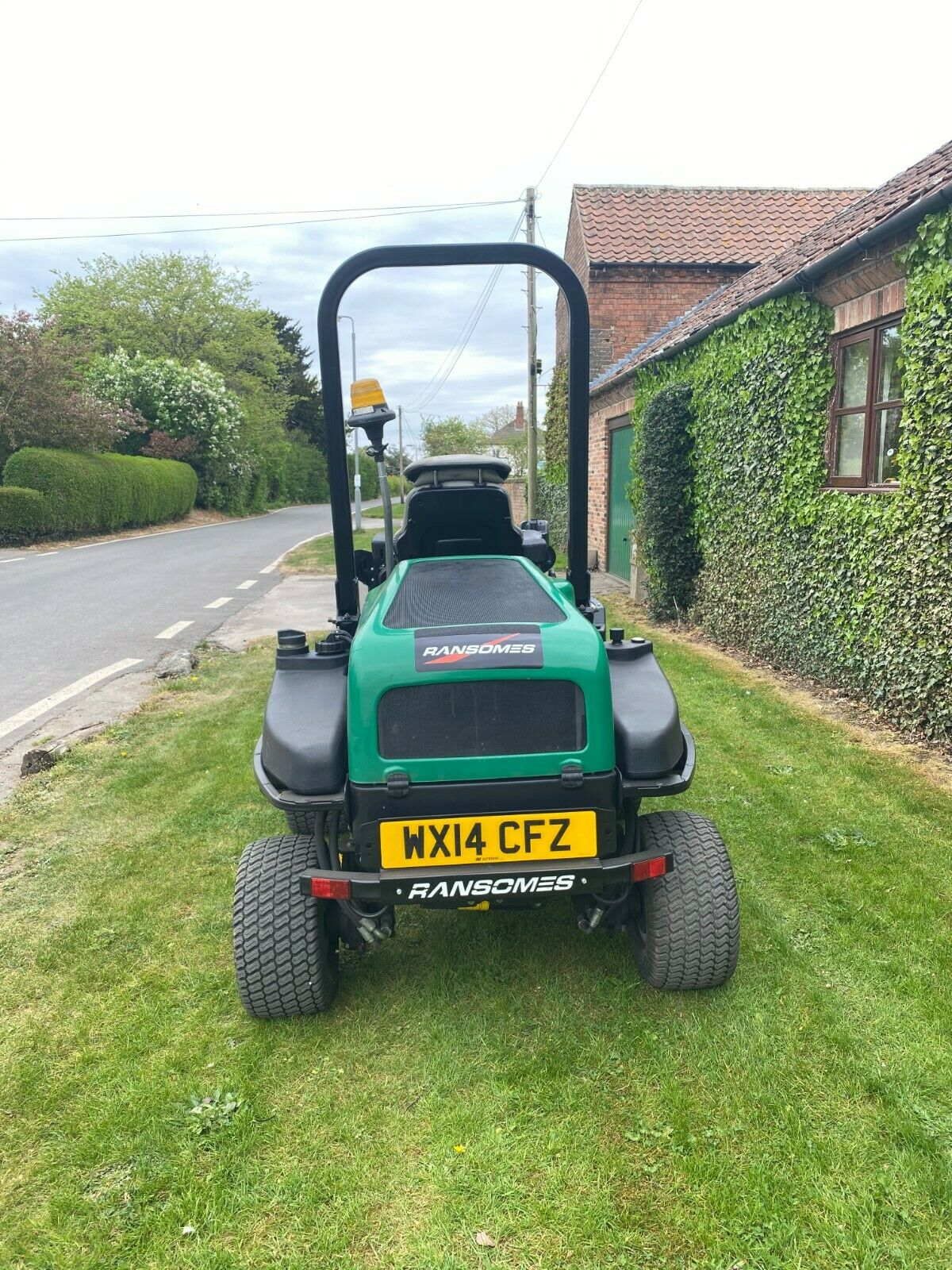 """RANSOMES HR3300T UPFRONT ROTARY, 60"""" CUT, 4x4, DIESEL, YEAR 2014, RIDE ON MOWER *PLUS VAT* - Image 6 of 10"""