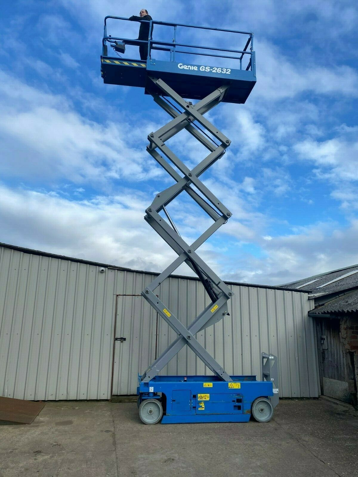 GENIE GS-2632 ACCESS PLATFORM SCISSOR LIFT, YEAR 2014 *PLUS VAT* - Image 2 of 9