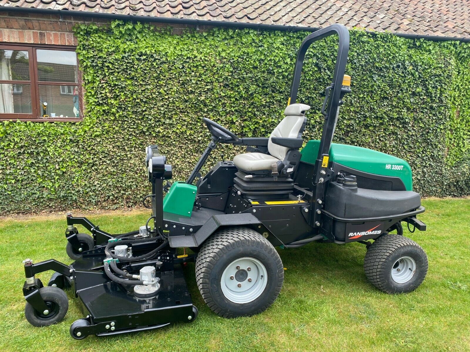 """RANSOMES HR3300T UPFRONT ROTARY, 60"""" CUT, 4x4, DIESEL, YEAR 2014, RIDE ON MOWER *PLUS VAT* - Image 3 of 10"""