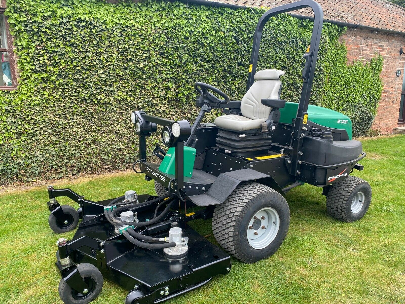 """RANSOMES HR3300T UPFRONT ROTARY, 60"""" CUT, 4x4, DIESEL, YEAR 2014, RIDE ON MOWER *PLUS VAT* - Image 2 of 10"""