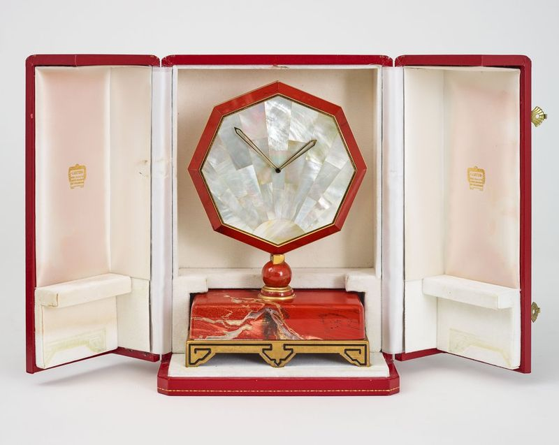 ART DECO STYLE TABLE CLOCK, CARTIER PARIS, 1980 - Rare and elegant Art Deco [...]