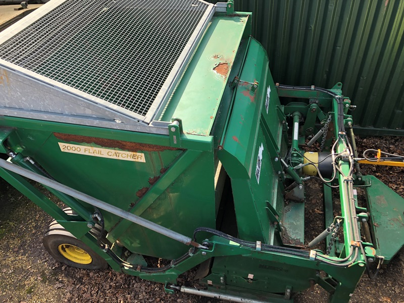 Lot 6 - Major 2000 trailed PTO driven flail catcher (no PTO shaft present and missing hydraulic pipe)