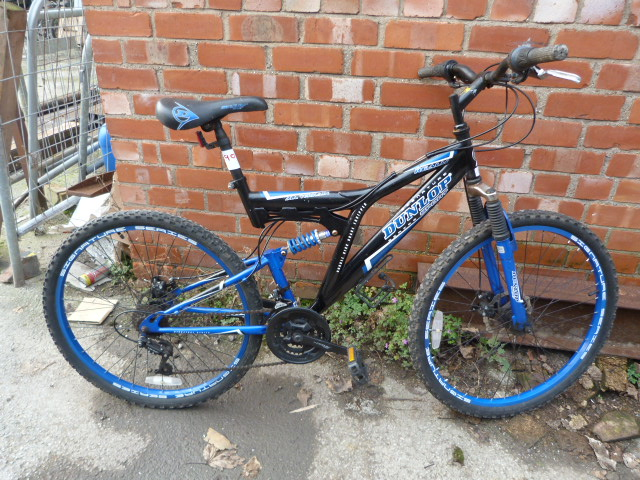 Lot 9 - Dunlop Sports All Terrain Mountain Bicycle