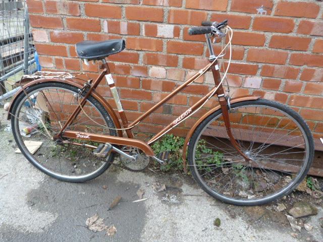 Lot 11 - Raleigh Transit Bicycle