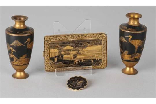 Viermal Japanischer Lack 20 Jahrhundert Zwei Vasen Um