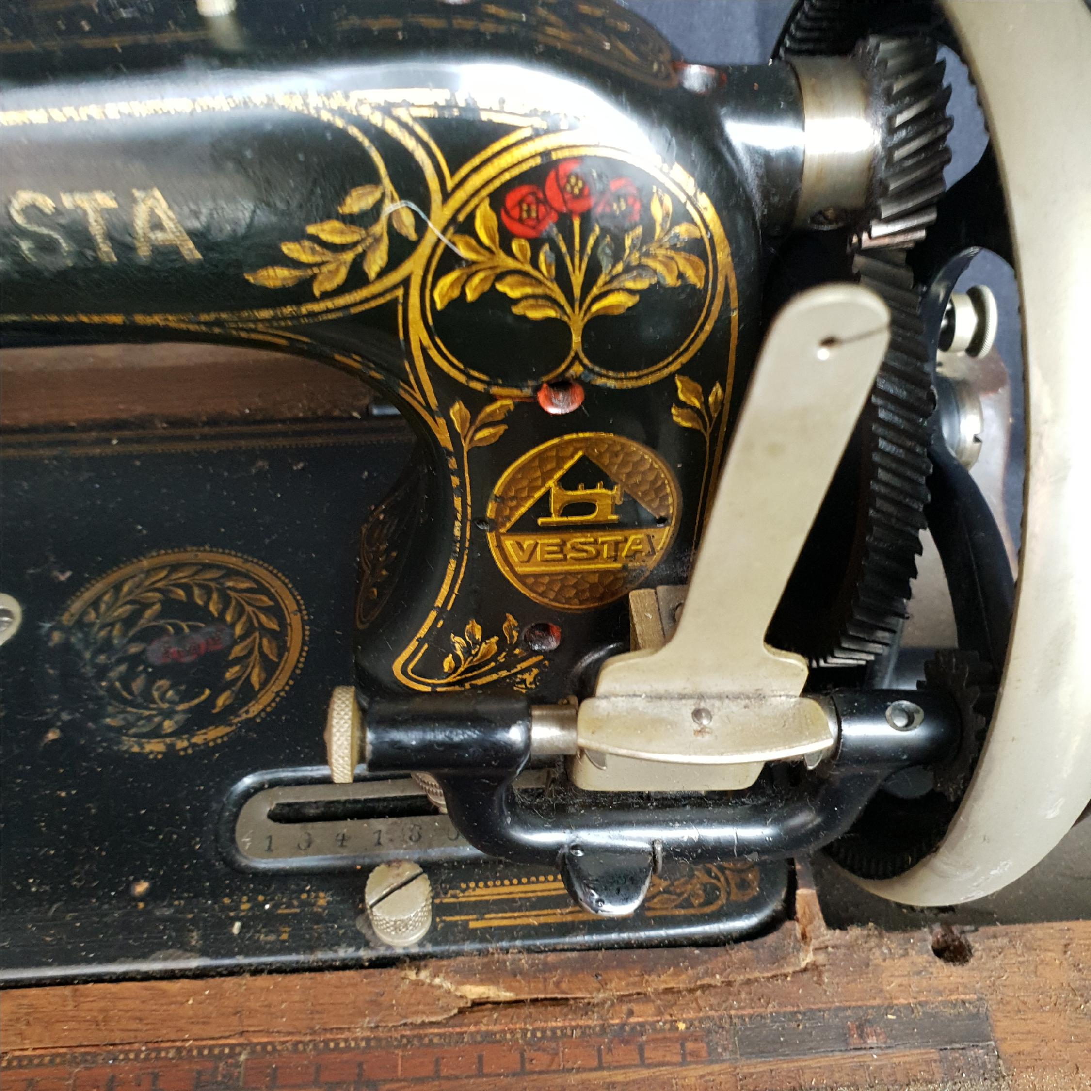 Antique Vesta Sewing Machine In Original Case - Image 2 of 3