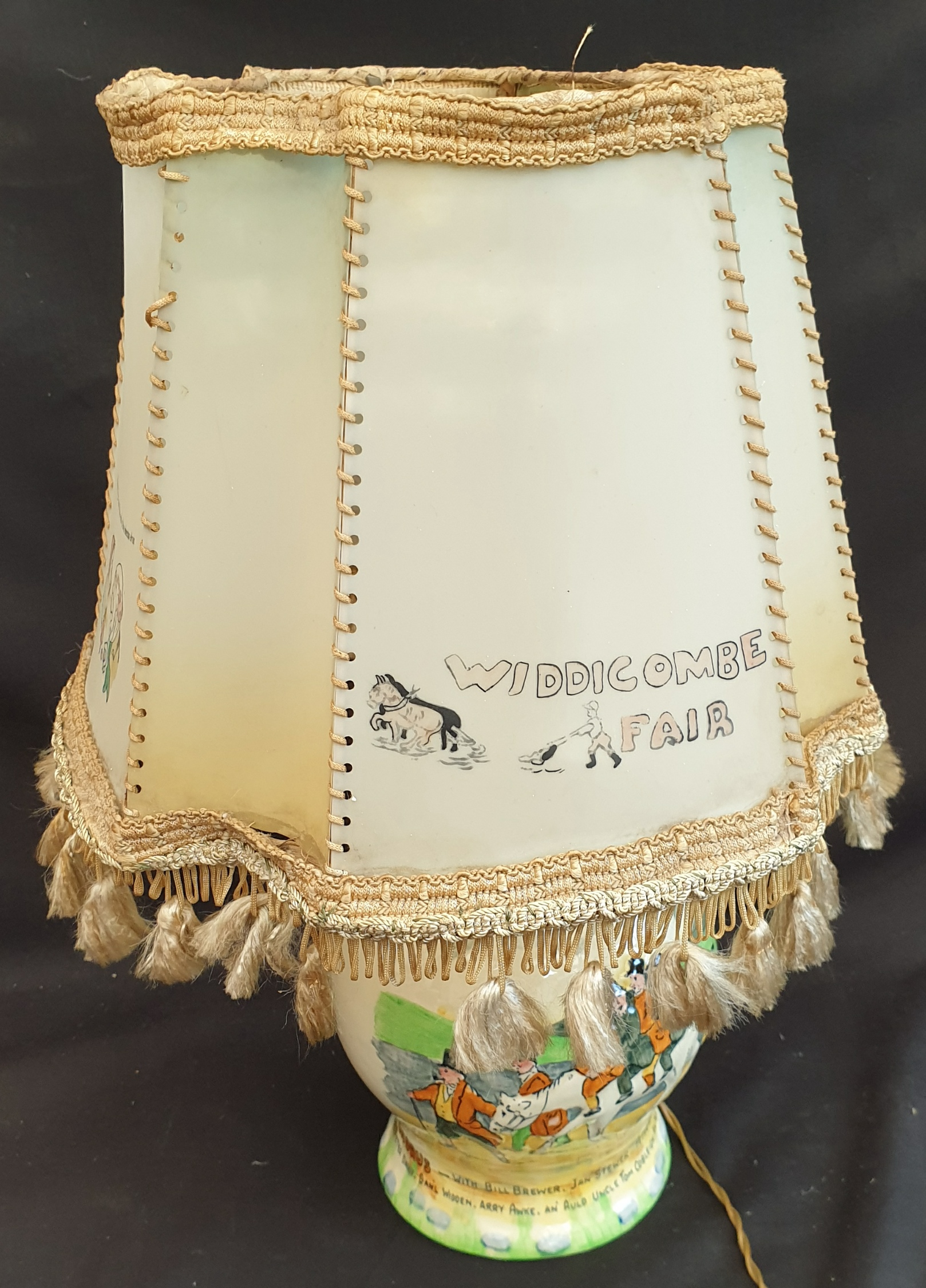 Antique Crown Devon Fieldings Widdecombe Fair Table Lamp Original Shade - Image 3 of 4
