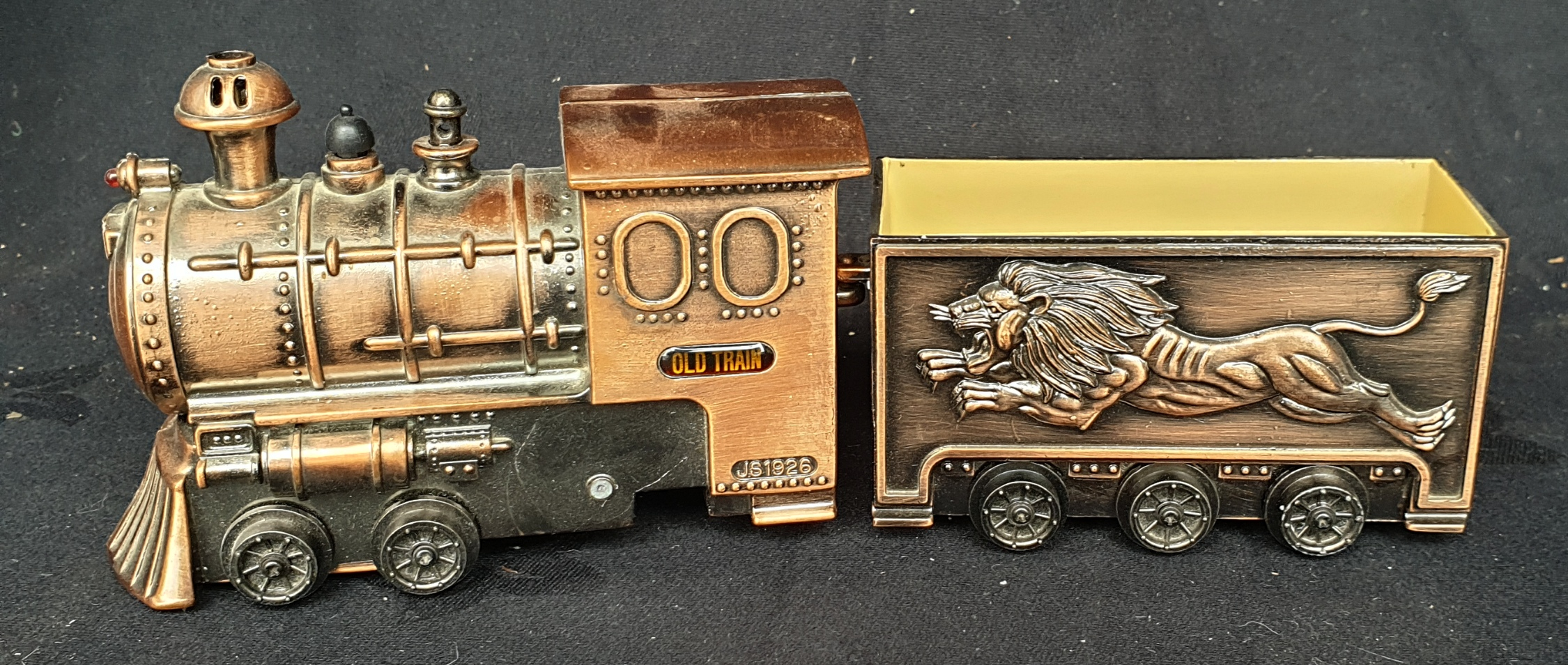 Vintage Train Novelty Table Lighter (A/F) - Image 2 of 3