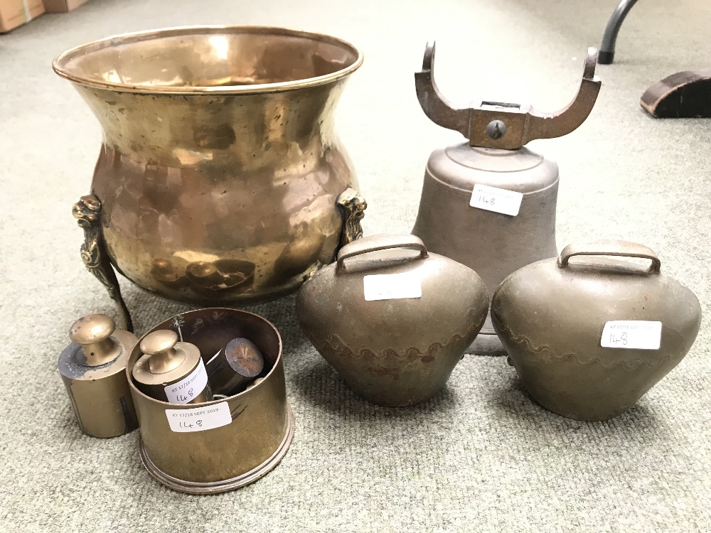 Lot 148 - Brass jardiniere, large bell (clanger missing), 2 brass cow bells, end of 1918 shell case & some