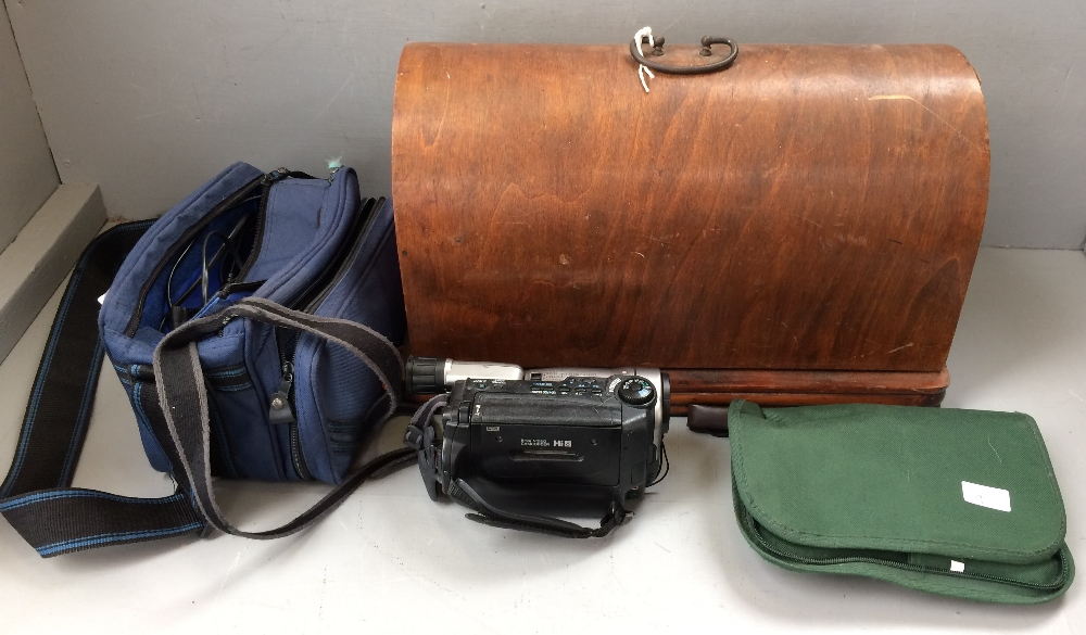 Lot 9 - Canon UC X 40 video camera & leads, singer 237 sewing machine