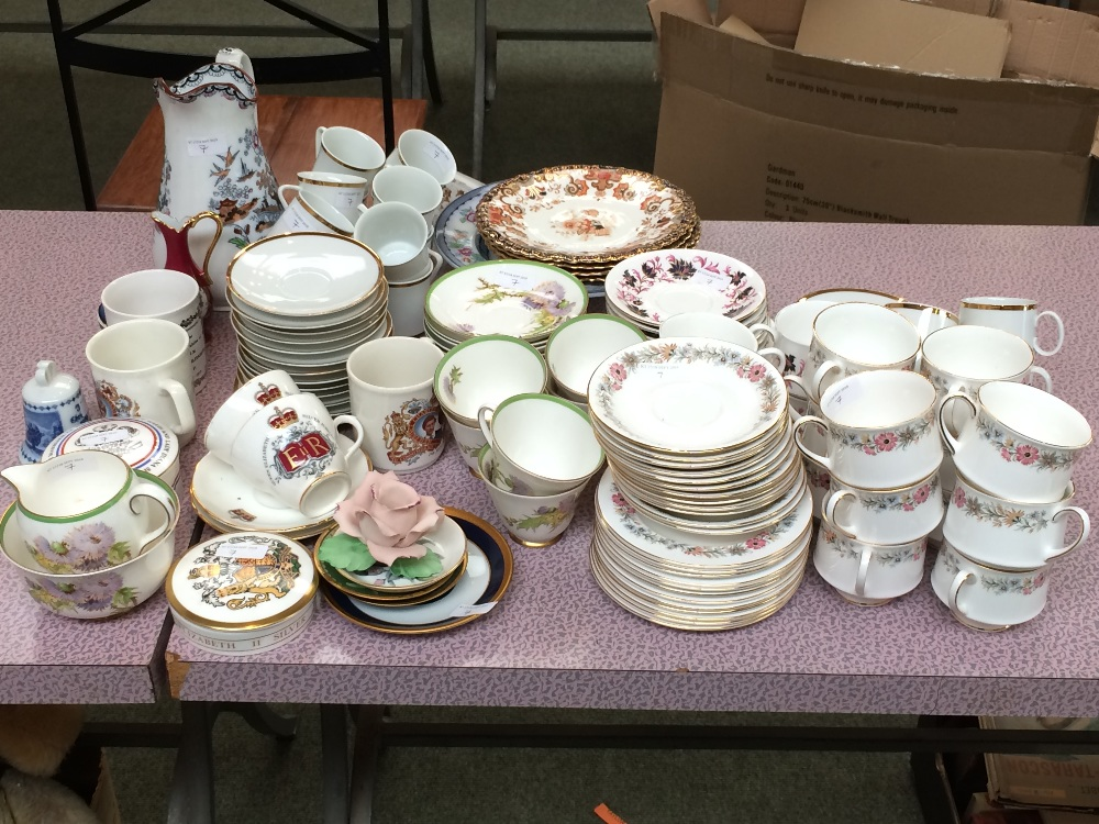 Lot 7 - Selection of coffee & tea sets & other china items