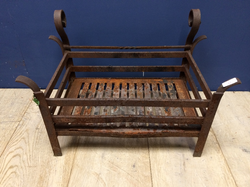 Lot 11 - Small fire grate