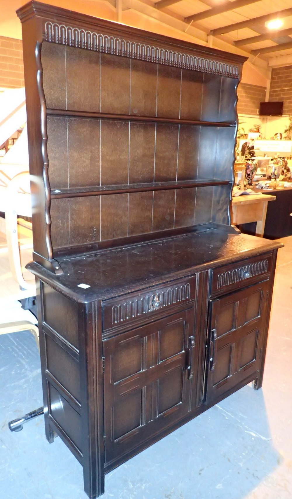 Dark oak dresser with two cupboards and two drawers 122 x 46 x 177 cm H