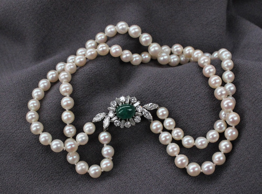 Lot 10 - A double strand pearl choker,