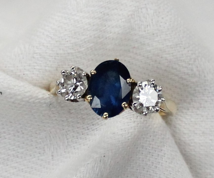 Lot 8 - A sapphire and diamond ring,
