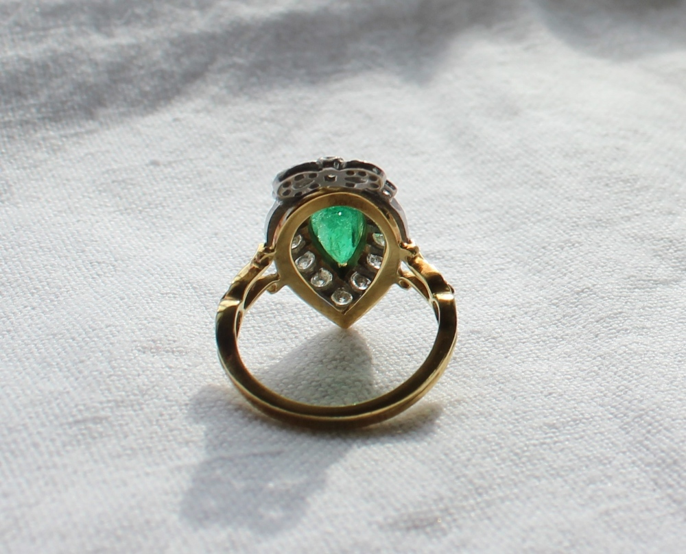 Lot 85 - An emerald and diamond ring of heart shape,