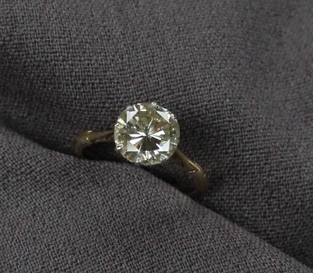 Lot 6 - A solitaire diamond ring, the round brilliant cut diamond measuring approximately 2.