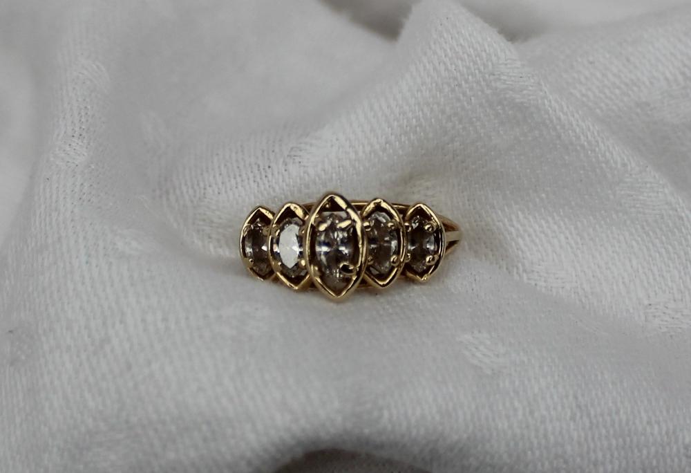 Lot 17 - A five stone diamond ring,