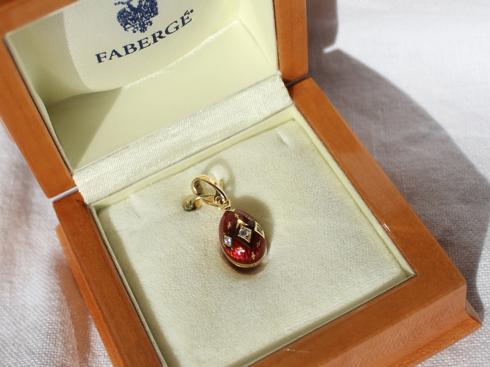 Lot 148 - Victor Mayer for Faberge an 18ct gold, diamond and red enamel egg shaped pendant,