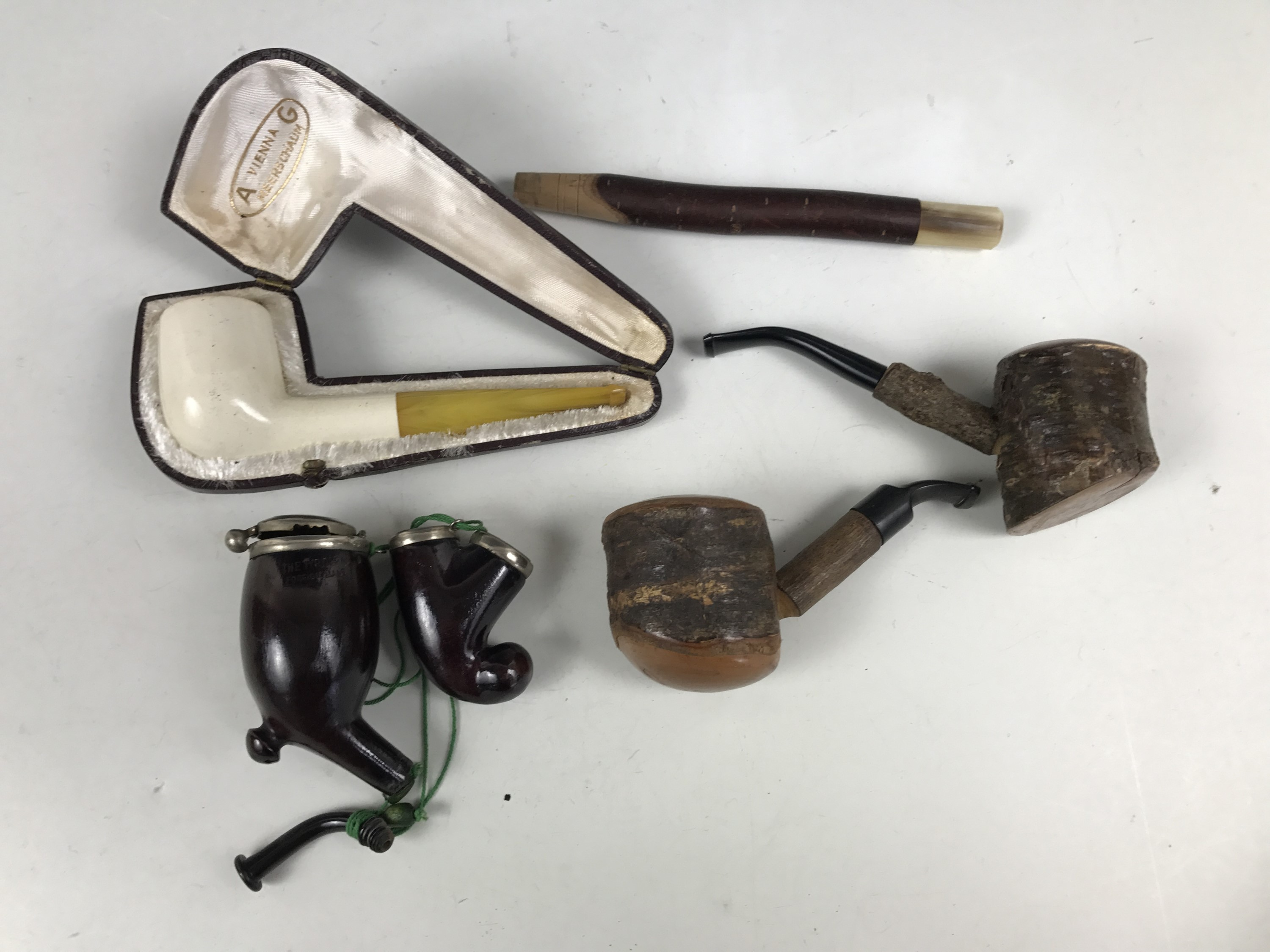 Lot 17 - A cased Vienna meerschaum pipe together with others