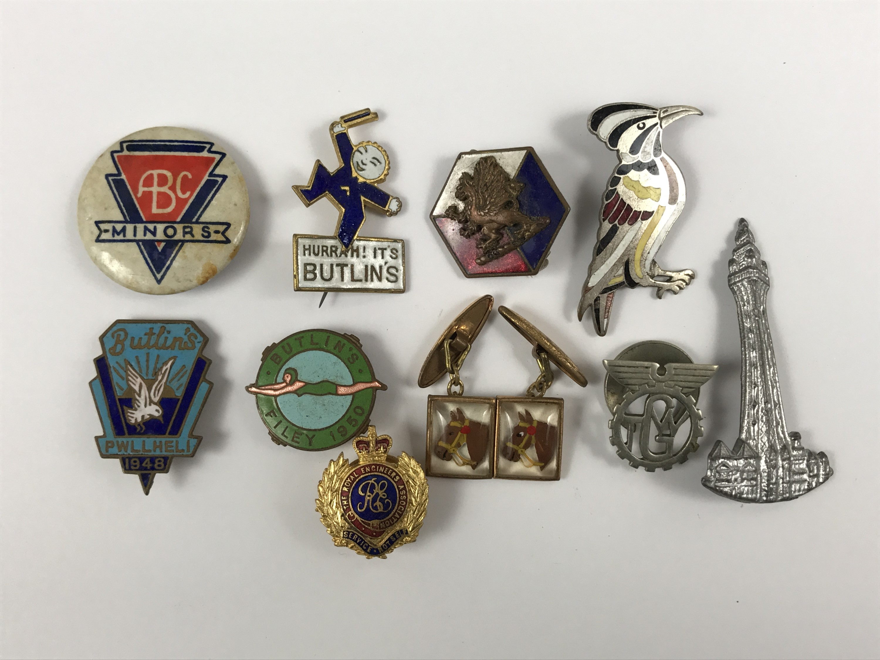 Lot 33 - A number of vintage button / lapel badges etc including Butlin's holiday camp and a Blackpool
