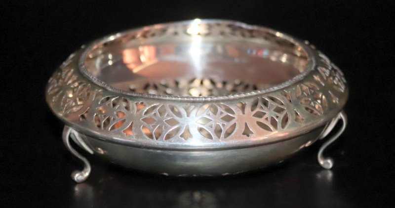 Lot 57 - Pierced Silver Bowl, Of Unusual Form, Raised On 3 Scrolled Fee
