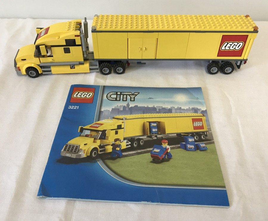 Lot 105 - Lego City articulated lorry 3221.
