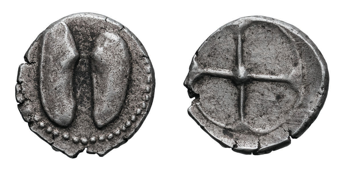 Lot 12 - Sicily, Himera. c. 490-450 BC. Litra, 0.50g (12h). Obv: Open mussel, seen from above. Rx: Four-