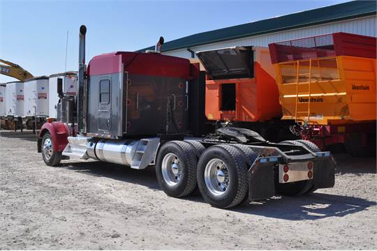 "2013 Kenworth W900 semi truck, 72"" bunk, Cummins ISX 600 hp"