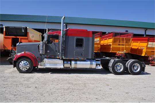 "2013 Kenworth W900 semi truck, 72"" bunk, Cummins ISX 600 hp, Eaton"