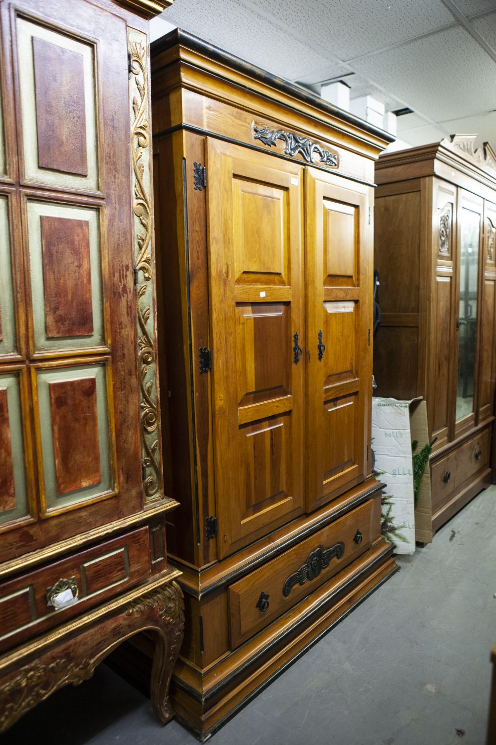 Lot 55 - A MODERN STAINED WOOD DOUBLE WARDROBE WITH PANEL DOORS AND LARGE DRAWER TO BASE, WITH TUDOR ROSE