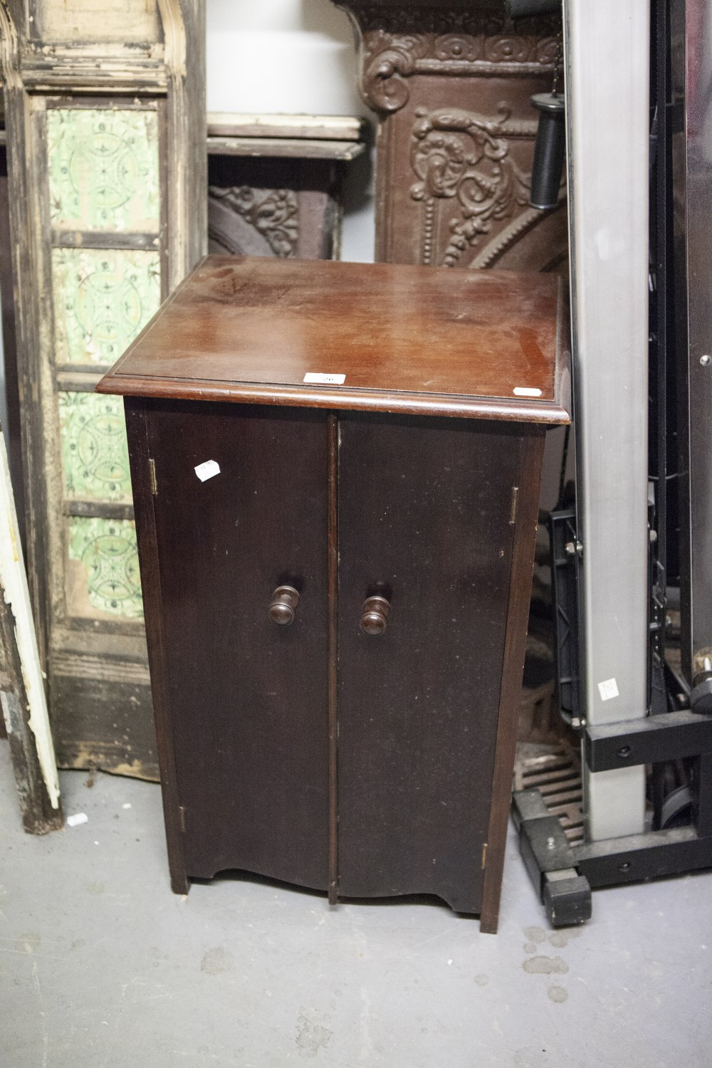 Lot 26 - A MAHOGANY TWO DOOR RECORD STORAGE CABINET AND A SELECTION OF 78 RPM RECORDS