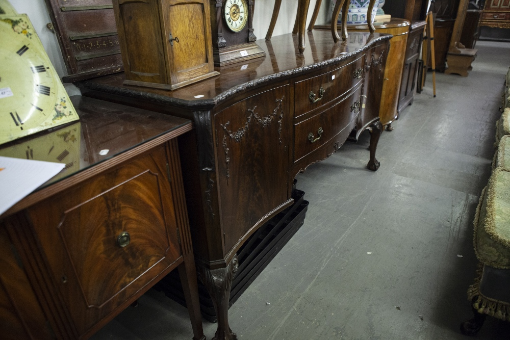 Lot 68 - VICTORIAN MAHOGANY SERPENTINE SIDEBOARD, TWO CUPBOARDS TO EITHER END WITH TWO CENTRAL GRADUATED