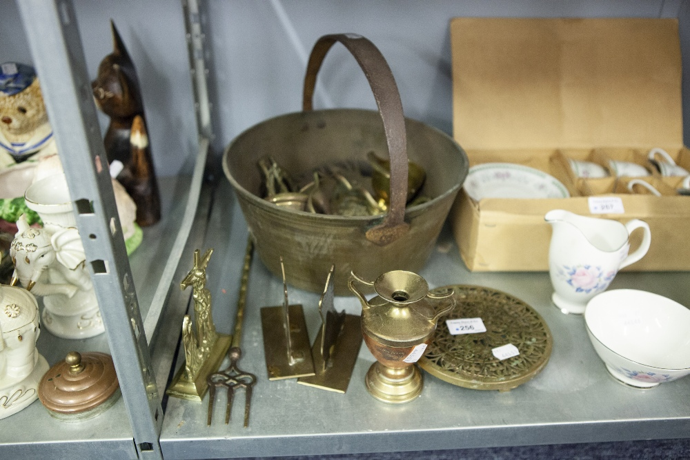 Lot 256 - A COLLECTION OF BRASS WARES TO INCLUDE; A JAM PAN, HORSE BRASSES, A PLATE STAND VASE