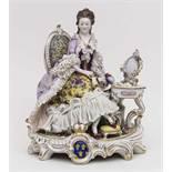 Rokoko-Dame vor Spiegel / A Rococo Lady In Front Of A Mirror, Älteste Volkstedter Porzellanfabrik,