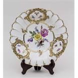Runde Prunkschale / Round Platter, Meissen, Ende 19. Jh. Material: Porzellan, polychrom bemalt,