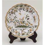 Fayenceteller / A Faience Plate, Moustiers, Frankreich, 18. Jh. Material: Fayence, glasiert und