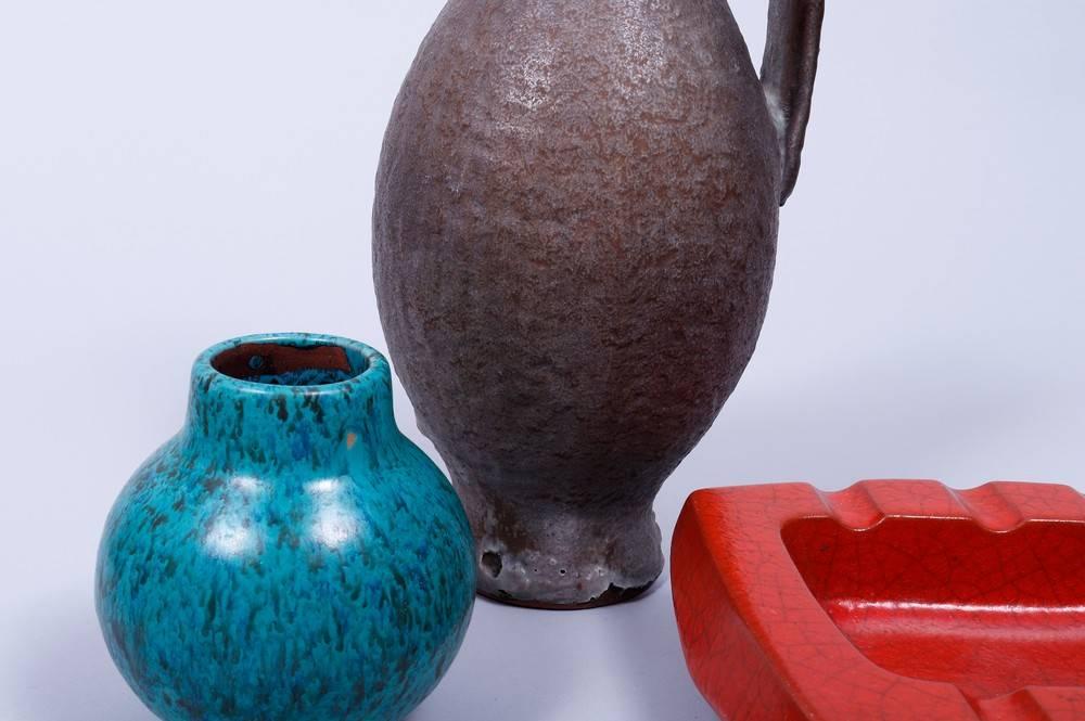Kleines Konvolut Keramik, Karlsruher Majolika, um 1960 bestehend aus 1 Krug und 1 Vase, Entwurf - Bild 2 aus 6