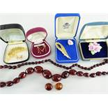 ASSORTED COSTUME JEWELLERY to include 9ct gold heart design earrings, bar brooches and pin, cherry